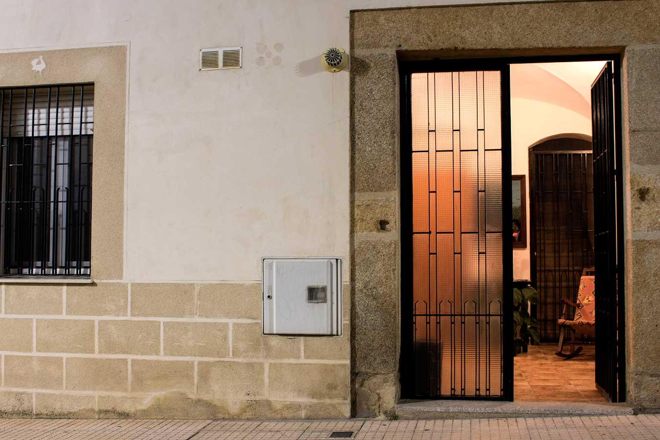 Entrada anuestros apartamentos en Cáceres
